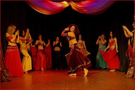 Москва. Выступление танец живота