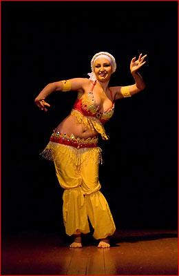 Выступление танец живота