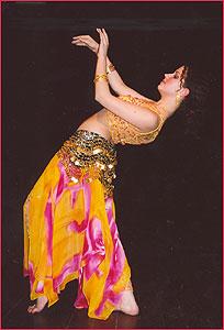 """Алина. Студия восточного танца """"Джунейна"""". Концерт, январь 2004"""