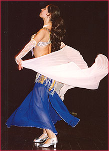 """Камила. Студия восточного танца """"Джунейна"""". Концерт, январь 2004"""
